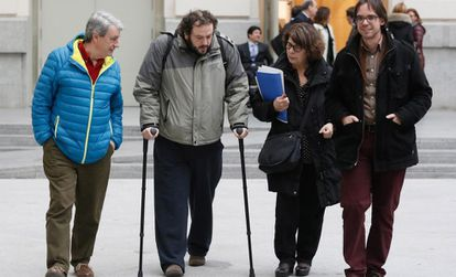 Guillermo Zapata (on crutches) with other Ahora Madrid coalition members outside City Hall on Thursday.