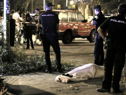 Police watch over the body of a man who was crushed by a falling branch in Vallecas.