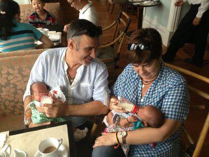 José Luis Vidal and Ana Coto with Lucas and Carmen in Mumbai.