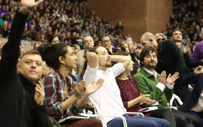 Pablo Iglesias (in white shirt) at the Podemos rally in Barcelona on Sunday.