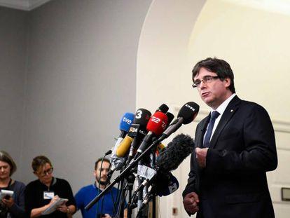 Puigdemont comparece ante la prensa en Copenhage.