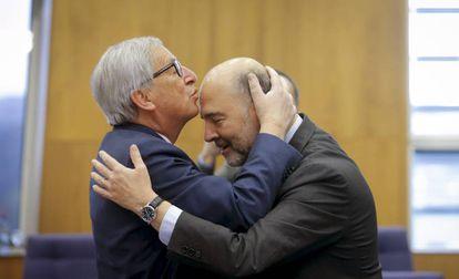 EC President Jean-Claude Juncker (l) and EU Economic Affairs Commissioner Pierre Moscovici.