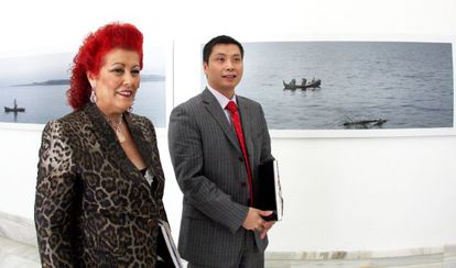 Consuelo Ciscar, former director of IVAM, posing with alleged Chinese mafia ringleader Gao Ping in 2008.
