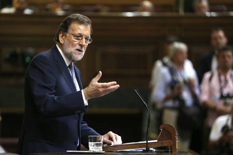 Interim PM Mariano Rajoy is trying to get himself reinstated in office.