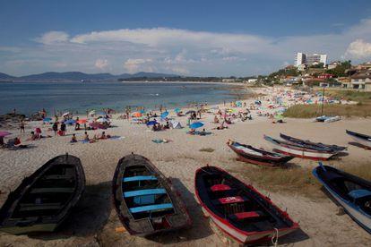 La Fuente beach in Vigo on Thursday. The Galicia region will enter the 'new normality' on Monday.