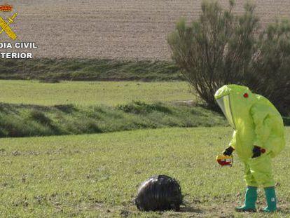A Civil Guard officer in a hazmat suit analyzes the strange object in Murcia.