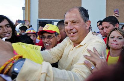 Opposition candidate Luis Guillermo Solís greets his supporters.