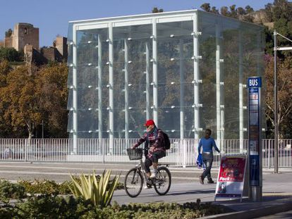 The glass cube in Málaga's port area will be the symbol of the city's future Pompidou Center.