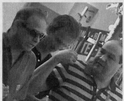 Juan Manuel Muñoz (left) in Madrid at a meeting filmed by Spanish police.