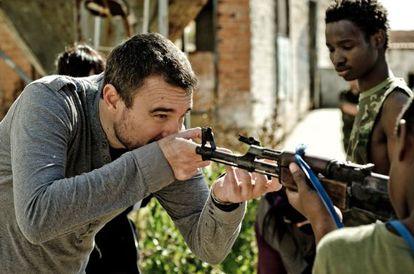 Setting his sights: Director Esteban Crespo on the set of Aquel no era yo.