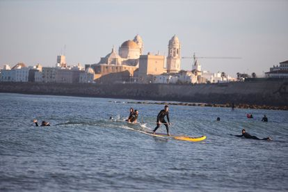 Surfers in Cádiz on Saturday.