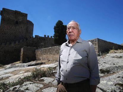 Luis Sánchez, beside the Castle of the Congosto Bridge in Salamanca.