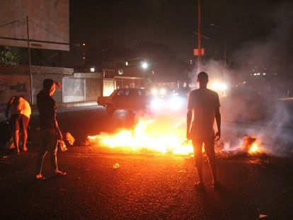 Street rioting in Maracaibo caused by food shortages and power cuts.
