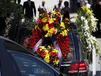 Ignacio Echeverría's funeral was attended by relatives, friends and neighbors.