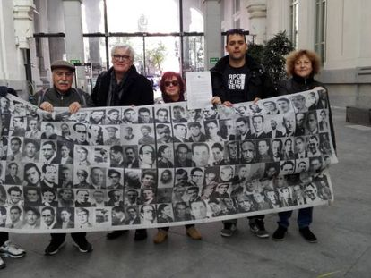 Historical memory groups deliver a letter against the transfer of Franco's remains to La Almudena.