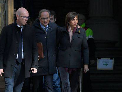 Catalan premier Quim Torra (C) leaves the courthouse in Barcelona on Monday.