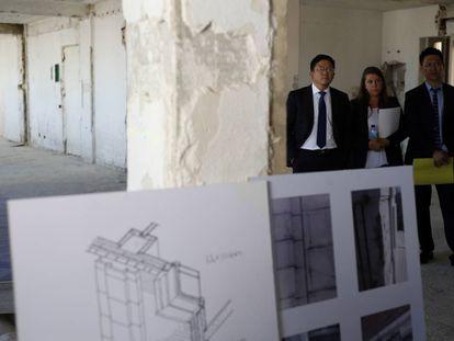 Wanda Group in Spain director, Quiao Lei, (left) during a visit to Edificio España.