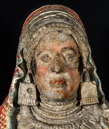 Real pigments on the Lady of Baza after using photographic filters to eliminate spots of brightness.