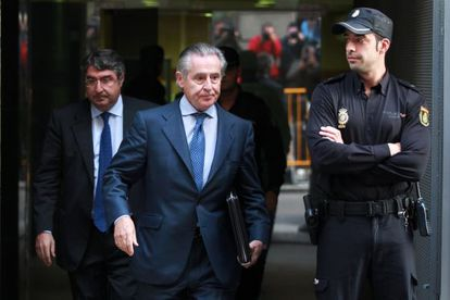 Former Caja Madrid chairman Miguel Blesa leaves the High Court after testifying in the undeclared credit card investigation.