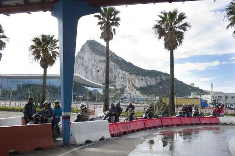 The Civil Guard carries out searches of motorcyclists on the Gibraltar border.