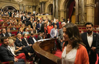 Opposition deputies led by Inés Arrimadas (Ciudadanos) stage a walkout from the regional Catalan parliament during a vote to approve regional breakaway laws on September 6.