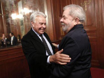 Former Spanish Prime Minister Felipe Gónzalez and ex-Brazilian President Lula da Silva at the forum on Friday.