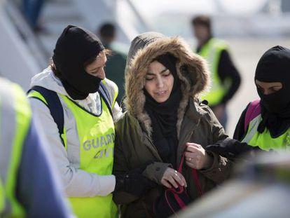 Samira Yerou during her arrest at Barcelona's airport.