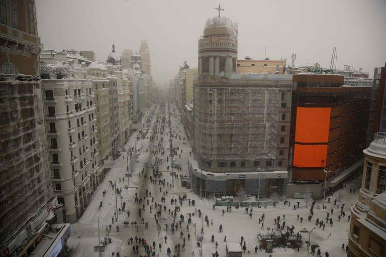 Madrid's Gran Vía on Saturday after the snowfall.
