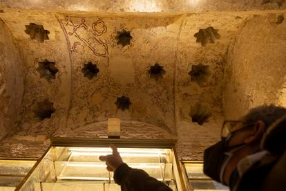 Paintings in one of the vaults of the hammam discovered in Seville.
