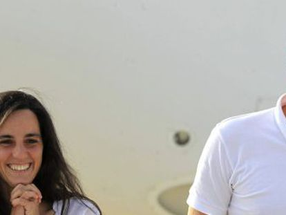 Freed Spanish aid workers Ainhoa Fernández de Rincón and Enric Gonyalons arrive at Torrejón de Ardoz airbase in Madrid.