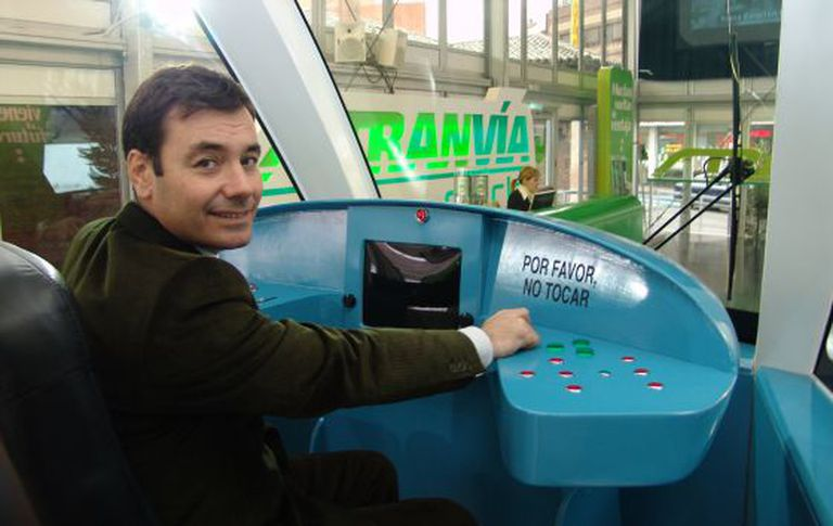 Tomás Gómez at the helm of the Parla tramway in November 2005.