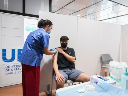 A student is vaccinated in Catalonia this week.
