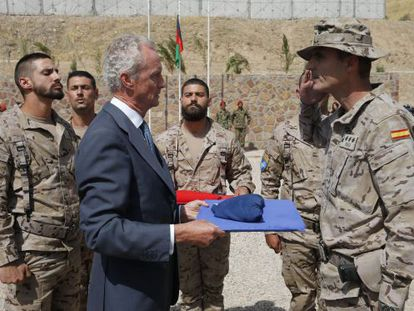 Spanish Defense Minister Pedro Morenés hands over security of the Badghis region to the Afghan National Army in 2013.