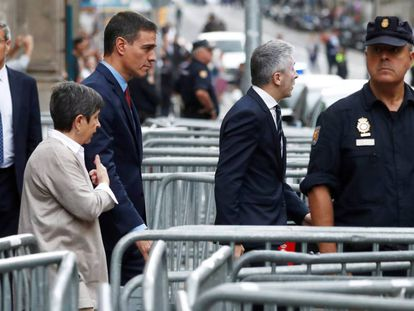 Pedro Sánchez arriving at police headquarters in Barcelona.