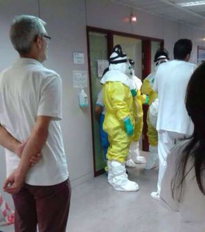 Health workers in Alcorcón Hospital on Monday.