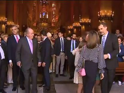 Letizia and Sofía spar over the children at Easter mass.