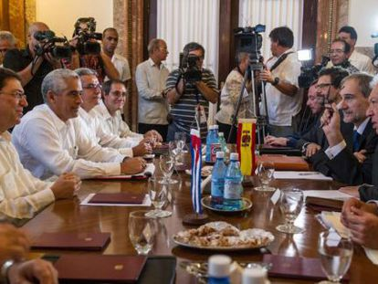 Spanish Foreign Minister Margallo sitting across from his Cuban counterpart.
