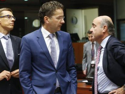 Spanish Economy Minister Luis de Guindos (right) lost out to Dutchman Jeroen Dijsselbloem (center) in his bid to head the Eurogroup.