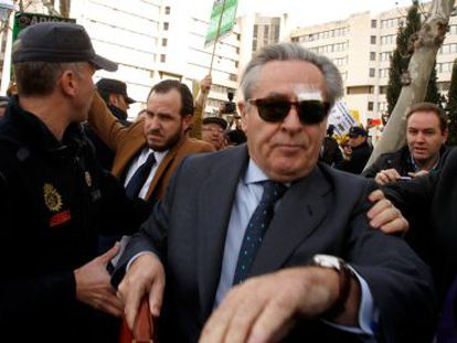 Former Caja Madrid chairman Miguel Blesa was jeered by protesters when he left the court on Friday.