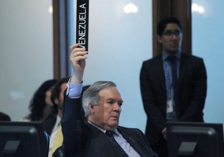 Venezuelan Representative at the OAS, Roy Chaderton, votes against media access to the session.