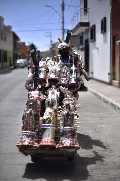 A seller of religious items in Fresnillo, Zacatecas.