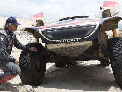 Carlos Sainz examines his car after it broke down Wednesday.