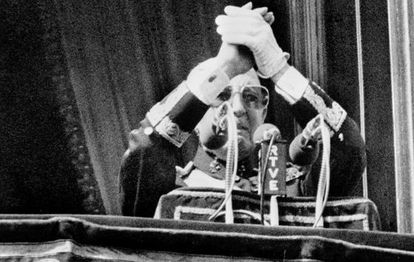 Francisco Franco greets supporters in October 1975.