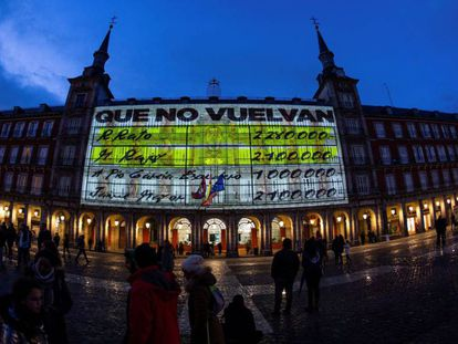 A Podemos projection in Plaza Mayor, Madrid.