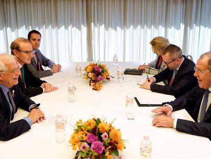 Spanish acting Foreign Minister Josep Borrell (l) with Russia's Sergey Lavrov in Nagoya, Japan.