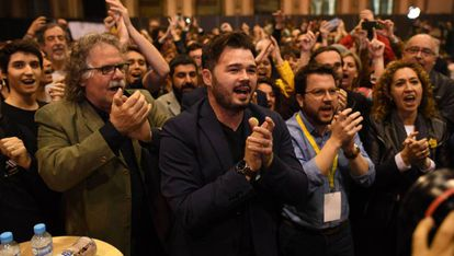 Members of the Catalan Republican Left celebrate the results of the general election on April 28 in Barcelona.