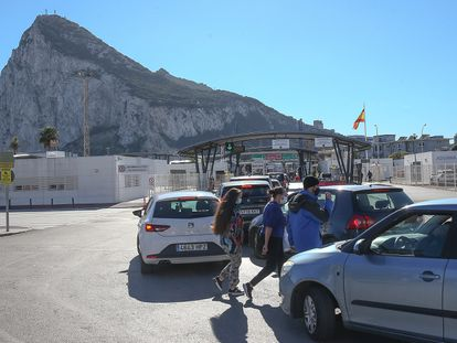Cars wait in line at Spain's border with Gibraltar on Wednesday.