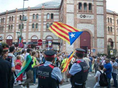 Protestors at a campaign rally in favor of the illegal referendum.