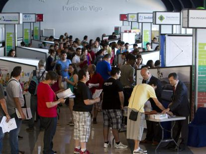 Young Spaniards at a job fair in Galicia in 2014.