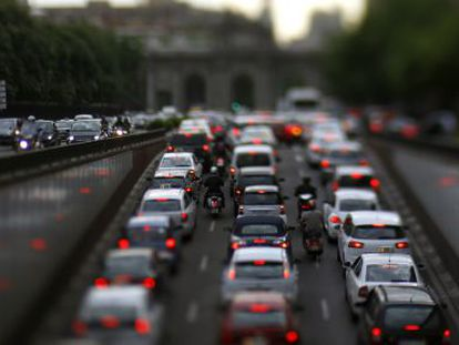 A traffic jam on Madrid's Alcalá street: authorities hope the plan will help unblock the city center's roads.